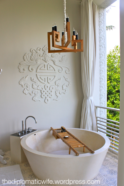 Sala Phuket Resort Deluxe Balcony - open-air bathtub for two
