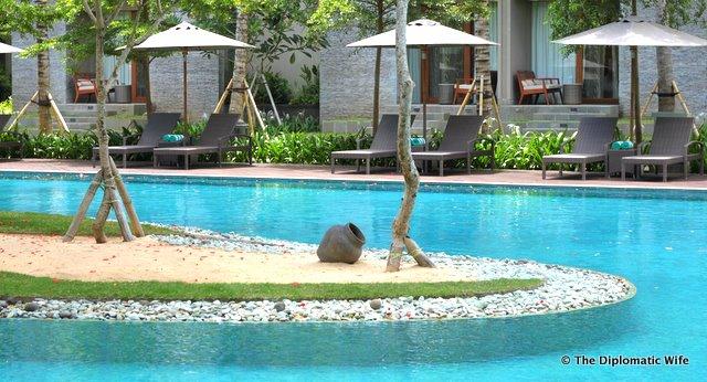 BALI HOTEL: Marriott Courtyard Lagoon Pool