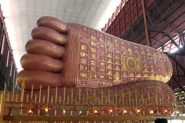 YANGON: Giant Reclining Buddha