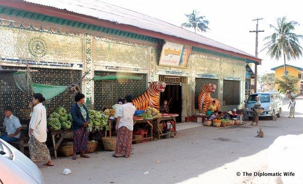 02-Mount Popa Taung Kalat Monastery bagan myanmar-001