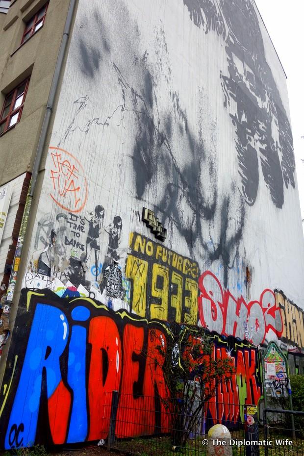 1-Victor Ash Astronaut graffiti berlin-003