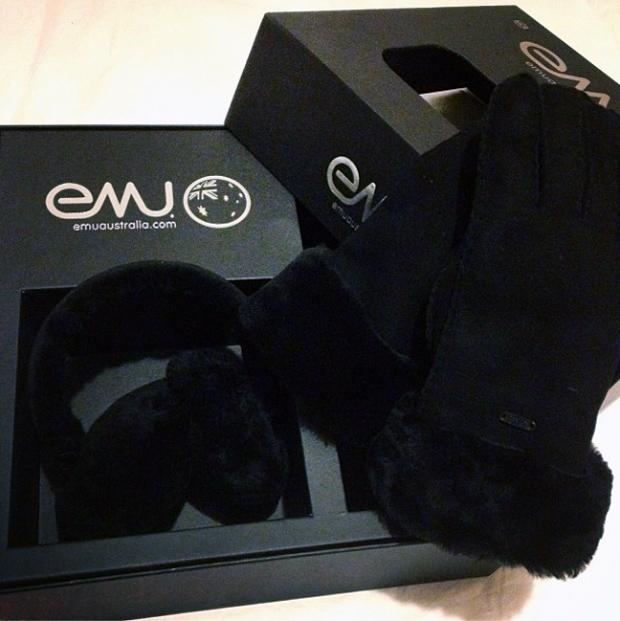 EMU-penneshaw-gloves-earmuffs