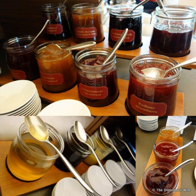 concorde hotel berlin breakfast buffet.22-004