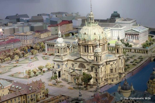 berlin palace humbolt box-001