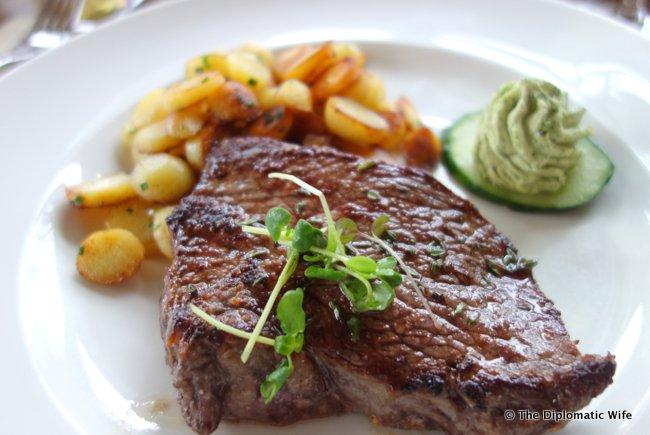 FRANKFURT BITES: Riverside Restaurant Main Nizza