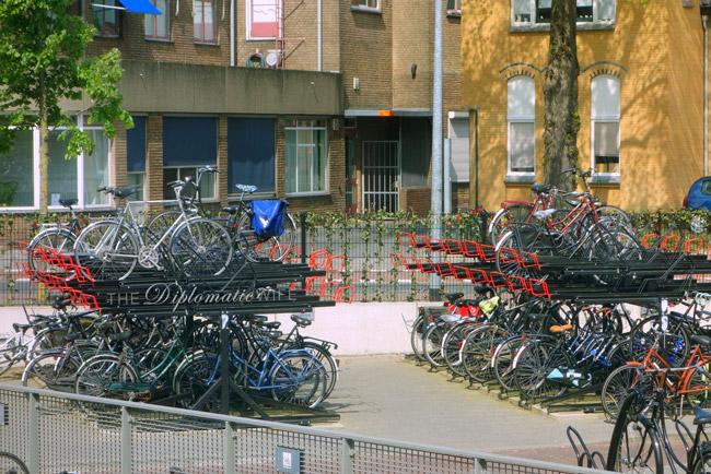 netherlands-bikes-parking