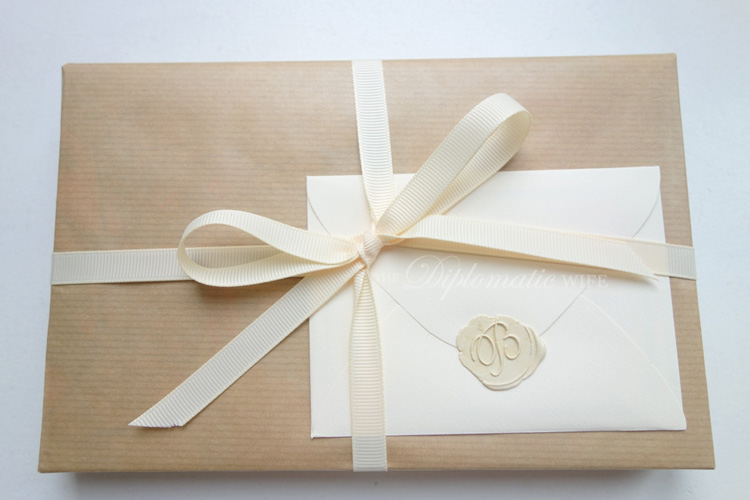 diplo-diy-brown-paper-gift-wrapping-003