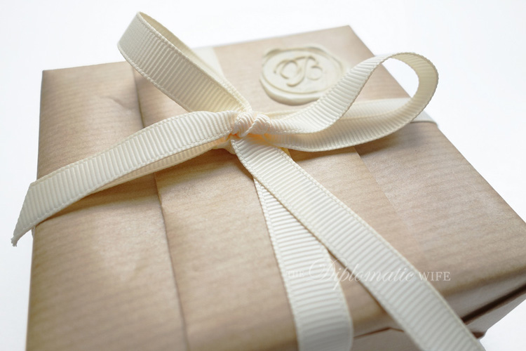 diplo-diy-brown-paper-gift-wrapping-005