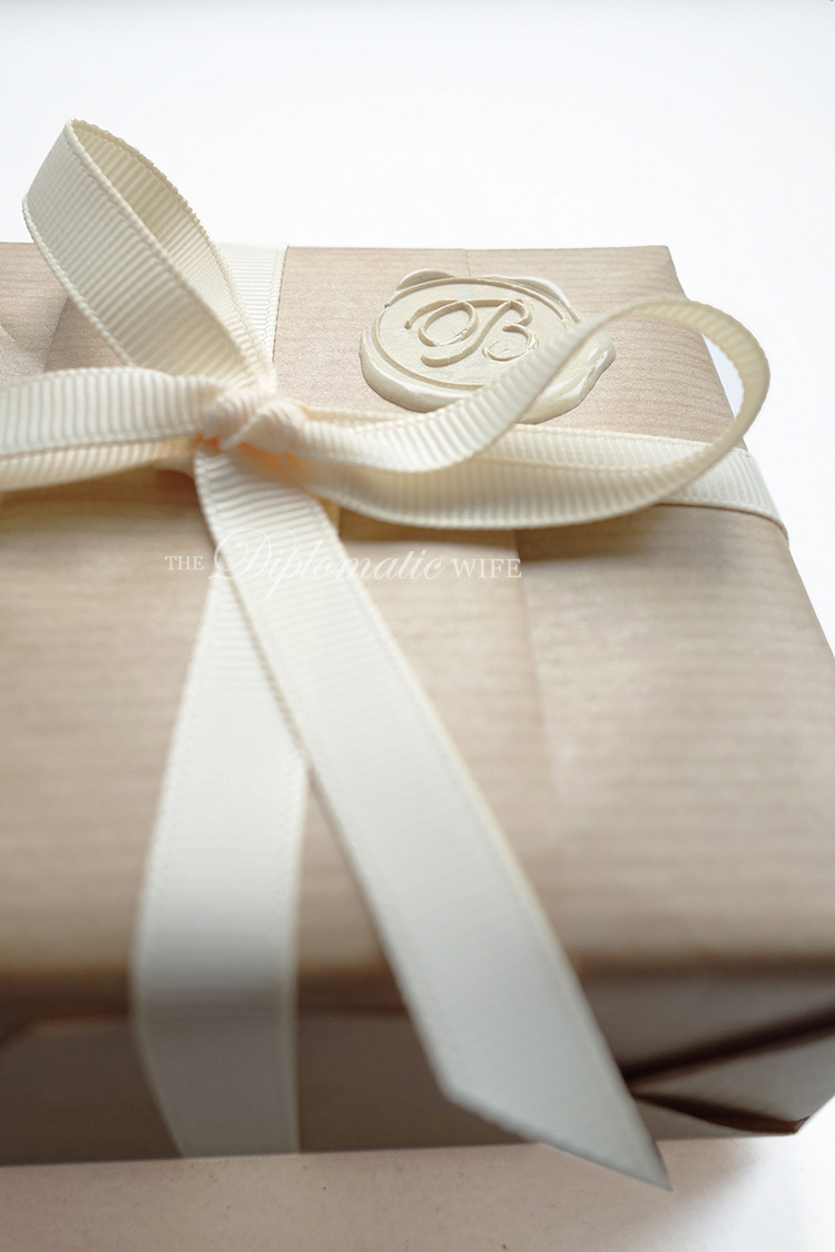 diplo-diy-brown-paper-gift-wrapping-007