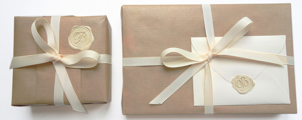 How to wrap a gift with brown paper