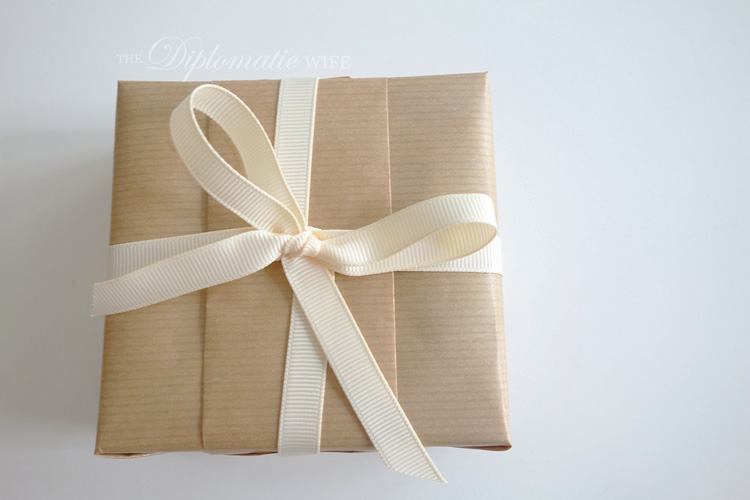 diplo-diy-brown-paper-gift-wrapping