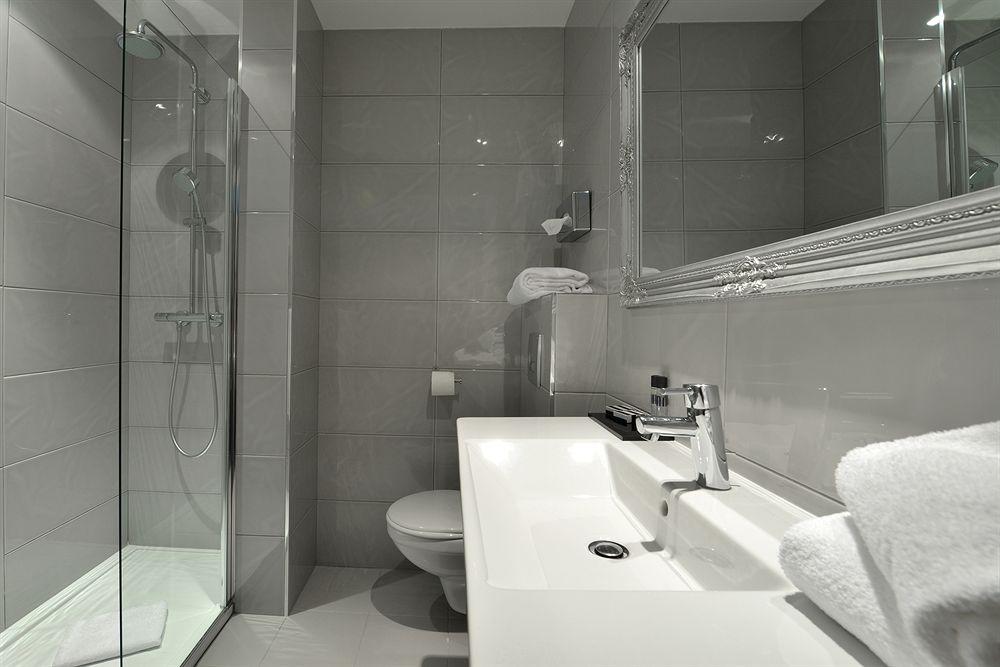 Hotel La Villa Nice Victor Hugo bathroom