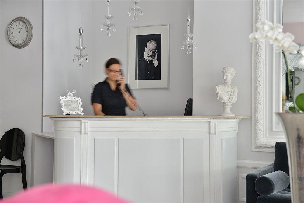Hotel La Villa Nice Victor Hugo reception