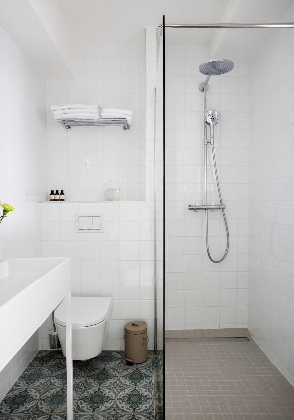 vue-d-une-de-salles-de-bains-de-l-hotel-henri-sizel-158381-1200-849