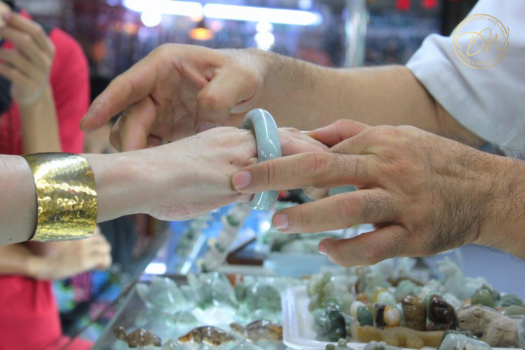 jade-shopping-yangon-myanmar
