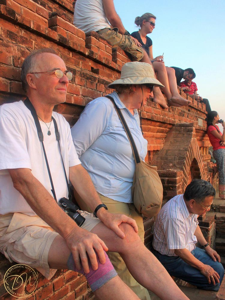 sunset-on-top-of-a-pagoda-bagan-001