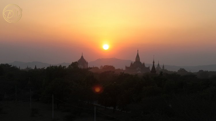 sunset-on-top-of-a-pagoda-bagan-003