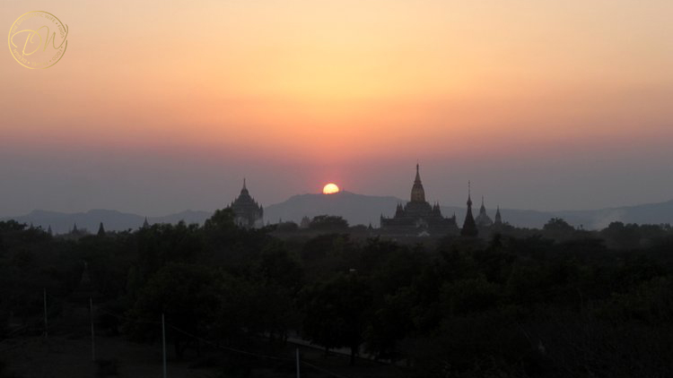 sunset-on-top-of-a-pagoda-bagan-005
