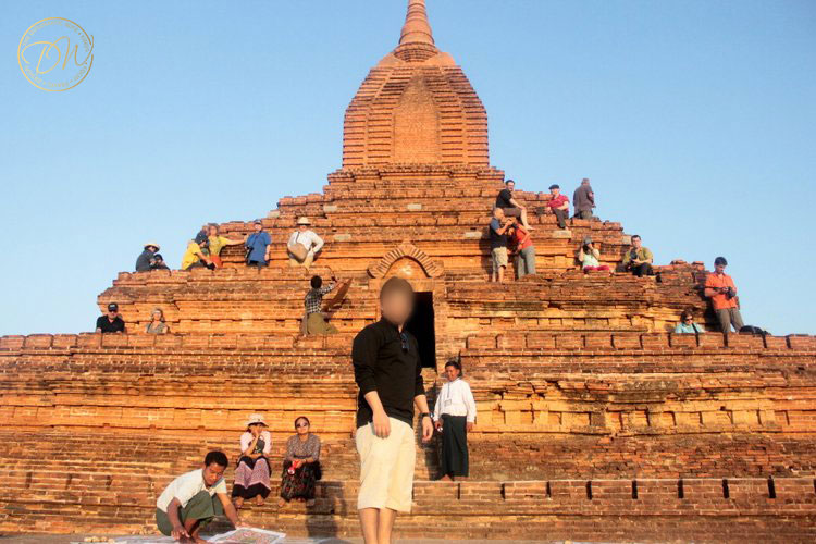sunset-on-top-of-a-pagoda-bagan